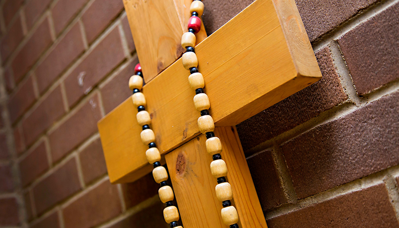 Sacred-Heart096-cross-in-hallway